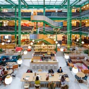 عکس - شعبه شانگهای ساختمان اداری WeWork Weihai Lu , اثر تیم طراحی Linehouse , چین