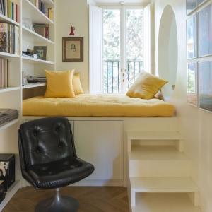 تصویر - طراحی جالب توجه درترکیب نشیمن و فضای مطالعه - معماری