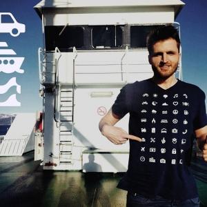 عکس - تی شرت مسافرتی با 40 آیکون جادویی