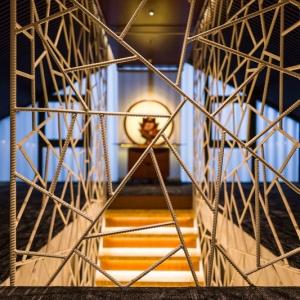 عکس - طراحی نرده ای خاص برای پلکان داخلی