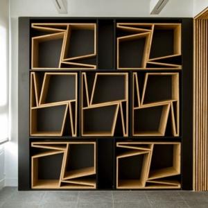 عکس - نگاهی متفاوت به طراحی صندلی و نگهداری از صندلیهای اضافی