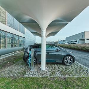 تصویر - ماشین خود را در عرض 3 ساعت با کمک انرژی خورشیدی شارژ کنید. - معماری