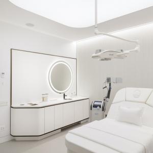 عکس - اتاق های انتظار ،فضاهای پذیرش و حیاط ها:43 نمونه قابل توجه از معماری فضاهای بیمارستان