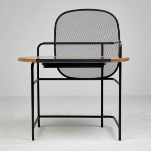 تصویر - میز لنارت (Lennart) با یک محفظه ذخیره سازی مخفی - معماری
