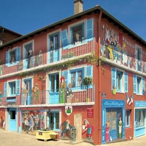 تصویر - خلاقیت هنرمند فرانسوی در تبدیل  دیوارهای خسته کننده شهر به صحنه هایی زنده و شاد  - معماری