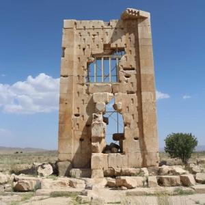 تصویر - مقبره کمبوجیه پاسارگاد ، زندان سلیمان یا مرکز نگهداری اسناد - معماری