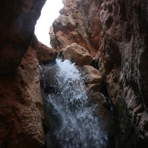 تصویر - آبشار زیبای مُجـِن , یکی از پر هیجانترین و جذابترین آبشارهای ایران - معماری