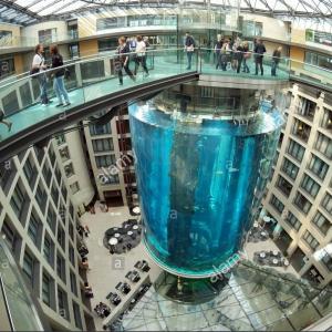 تصویر - آکواریوم آسانسوری AquaDom , اثر معمار Sergei Tchoban , برلین - معماری