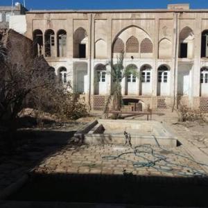 عکس - خانه تاریخی مقدم کاشان در پی احداث پارکینگ آسیب دید , شهرداری باز هم بدون تاییدیه میراث فرهنگی حادثه آفرید