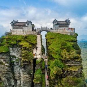 عکس - جاذبه گردشگری کوه فانجینگ در ارتفاع 2500 متری
