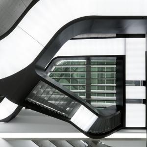تصویر - موزه ملی هنر قرن بیست و یکم ( MAXXI Museum Art ) , اثر زاها حدید , ایتالیا - معماری