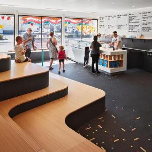 تصویر - نگاهی به طراحی داخلی یک بستنی فروشی در شیکاگو - معماری