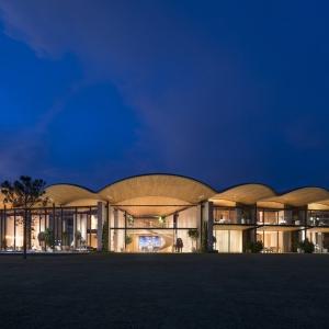 تصویر - ویلای Dolunay با سقف مواج غولپیکر , اثر نورمن فاستر ( Foster ) , ترکیه - معماری