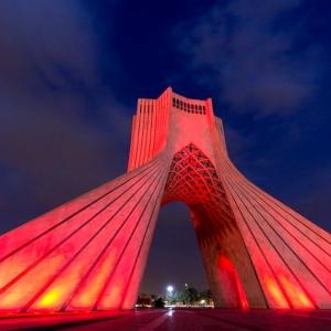 عکس - قرمز شدن برج آزادی همزمان با روز جهانی هموفیلی
