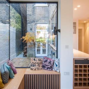 تصویر -  پیشروی این خانه و ایجاد فضای مطالعه ای دلچسب - معماری