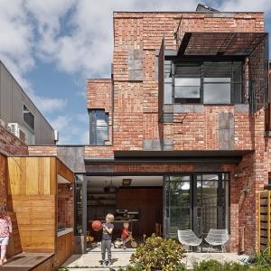 تصویر - ۱۰ پروژه ای که به درهای و پنجره های قدیمی زندگی دوباره بخشیده اند. - معماری