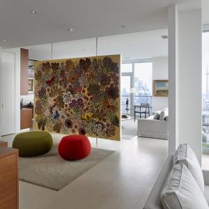عکس -  طراحی پارتیشن معلق هنری و خلاقانه در آپارتمانی در تورنتو