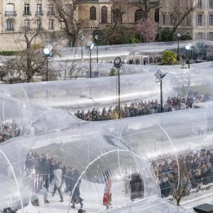 عکس - برپایی موقت مجموعه ای از خط لوله ها در پاریس