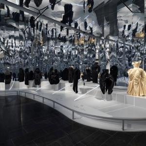 عکس - از هفته طراحی دبی تا اجرای برنده بیینال ونیز در آلمان