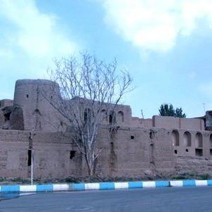عکس - تخریب شبانه برج تاریخی چمگردان لنجان
