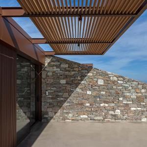 تصویر - خانه تقریبا نامرئی واقع در دامنه کوهی در جزیره Serifos یونان - معماری