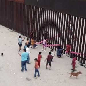 تصویر - الاکلنگهای صورتی میان مکزیک و آمریکا،برنده جایزه طراحی Bezley سال ۲۰۲۰ میلادی - معماری