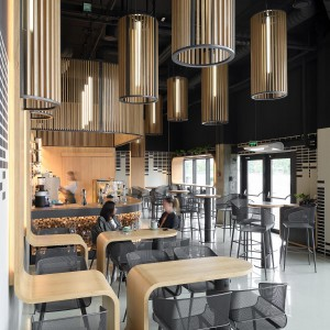تصویر - طراحی میزهای خاص کافه رستورانی واقع در کی یف اوکراین - معماری