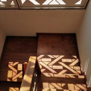 تصویر - صفحه خاص چوبی بکاررفته در نمای ساختمانی در بنگلور هند - معماری
