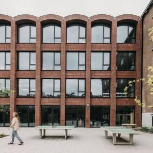 عکس - مدرسه برتانیایی در آمستردام ، اثر تیم طراحی Atelier PRO architects ، هلند