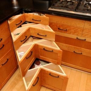 عکس - 16 راه حل هوشمندانه برای کابینتهای کنج در آشپزخانه