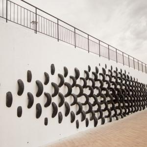 عکس - خلق اثری هنری با لاستیکهای قدیمی