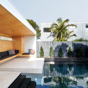 عکس - فضای استراحت کنار استخر ،طراحی شده برای خانواده ای در استرالیا