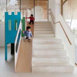 تصویر - ترکیب پله و سرسره - معماری