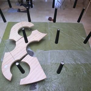 تصویر - میز کنفرانس خلاقانه با الهام از پالت نقاشی - معماری