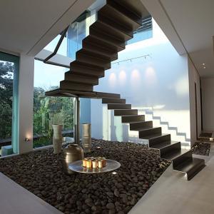 عکس - سبک ترین پله ای که تا کنون دیده اید.