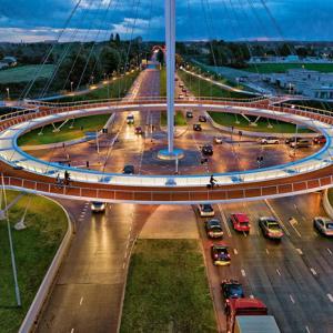 عکس - اولین میدان دوچرخه سواری معلق جهان